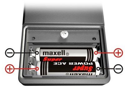 Прибор получает питание от пары мизинчиковых батареек, поставляемых в комплекте с ним