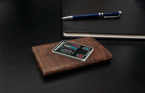 """BugHunter CR-1 """"Карточка"""" отличается великолепным дизайном, присущим устройствам ПРЕМИУМ-класса"""