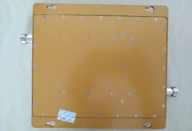 Усилитель GSM/3G сигнала C-95. Вид снизу