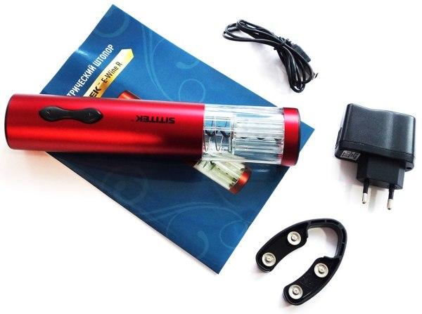 """Стандартная комплектация электроштопора """"SITITEK E-Wine R"""" включает адаптер для зарядки внутреннего аккумулятора и нож для срезания фольги"""