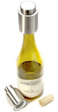 Вино, находящееся в бутылках, на которых установлены такие вакуумные пробки, будет сохранять свою свежесть очень долго