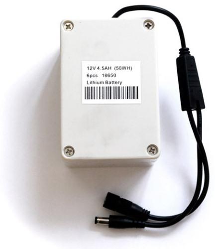 """Аккумулятор видеокамеры для рыбалки """"FishCam-360"""" оснащен кабелем для подключения сетевого адаптера и камеры"""