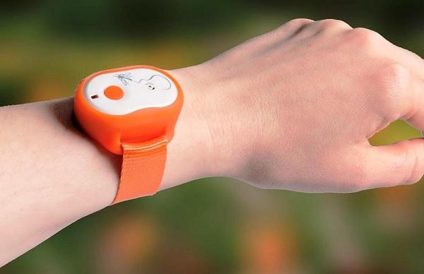 Данный персональный отпугиватель комаров очень удобно носить на руке