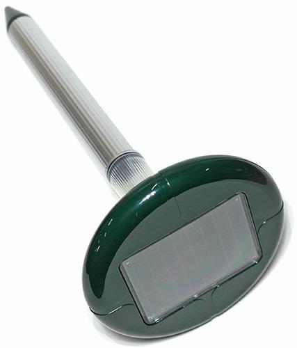 """Отпугиватель кротов """"SITITEK Гром-Профи LED+"""" является не только качественным отпугивателем кротов, но и элементом декоративного освещения участка"""