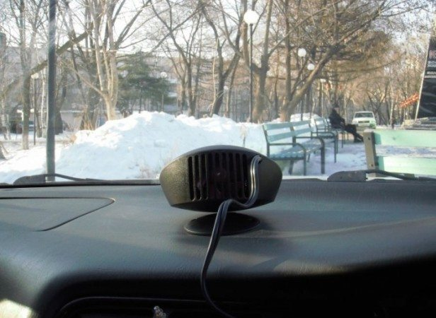 """Пример установки обогревателя """"HBA A09RT"""" на передней панели в салоне автомобиля"""