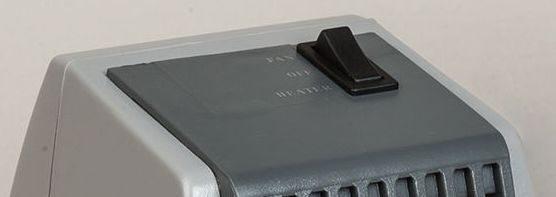 Кнопка управления работой керамического обогревателя располагается в верхней части его корпуса