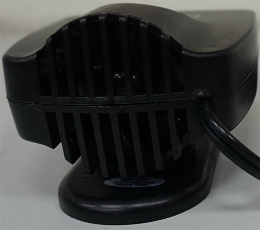 На задней стороне корпуса расположен вентилятор