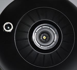 Линза домашнего планетария HomeStar Classic (на фото справа) заметно отличается от линзы, используемой в предыдущей модели (на фото слева)
