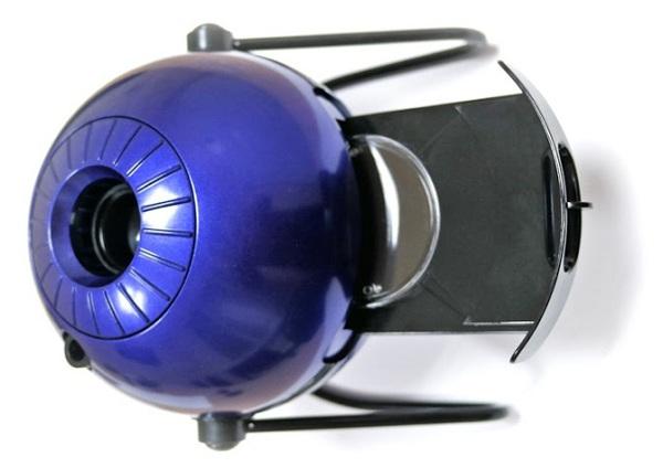 Для установки съемных проекционных дисков предусмотрен специальный выдвижной лоток