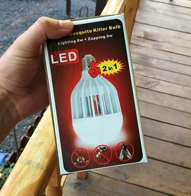 Лампа-уничтожитель поставляется в фирменной картонной коробке (нажмите на фото для увеличения)