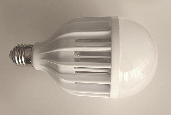 """Данное устройство по внешнему виду мало отличается от обычной лампочки, но обладает очень полезным """"бонусным"""" функционалом (нажмите на фото для увеличения)"""