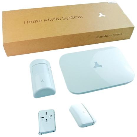 В комплекте  с сигнализацией идут пульт ДУ, датчик движения и контактный датчик