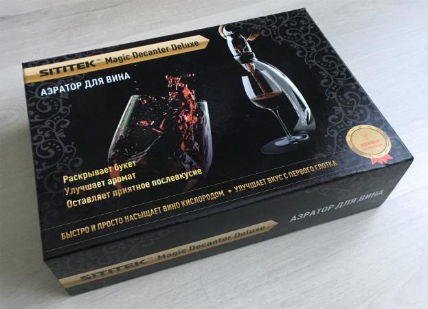 """Ключевые преимущества аэратора для вина """"Magic Decanter Deluxe"""" перечислены на русском языке на его упаковке"""