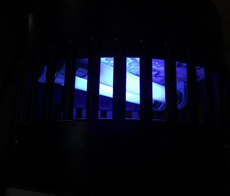 Мягкое свечение УФ-лампы делает возможным применение устройства в качестве ночника