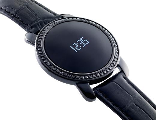 Круглый сенсорный дисплей придает часам традиционную форму (нажмите на фото для увеличения)