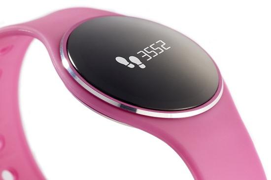 Шагомер, счетчик пройденного расстояния и сожженных калорий — в часах есть все необходимое для того, чтобы пользователь мог следить за повседневными физическими нагрузками (нажмите на фото для увеличения)