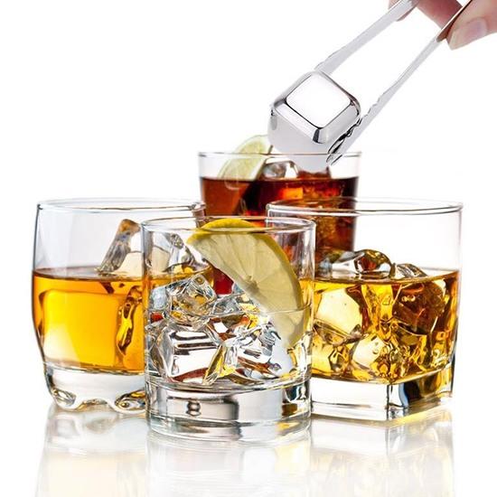 """Whiskey Stones"" в стаканах"