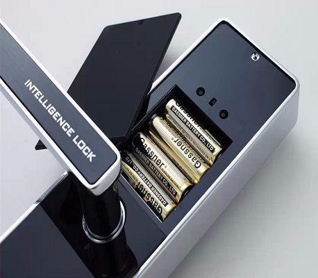 Устройство питается от четырех батареек типа