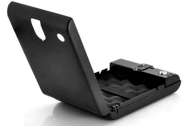 Поролоновое покрытие внутреннего пространства сейфа защищает находящиеся в нем предметы от повреждений при транспортировке