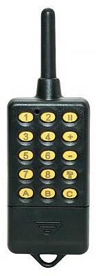По форме и размерам пульт ДУ от устройства напоминает рацию, однако он служит для выполнения совсем других функций