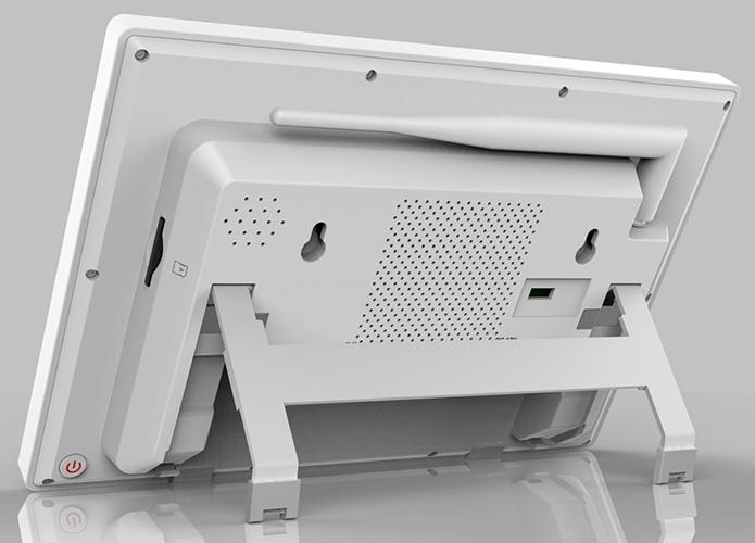 На задней панели центрального блока системы расположен порт HDMI и разъем USB для подключения внешнего жесткого диска, а также имеются крепления для фиксации блока на стене (нажмите на фото для увеличения)