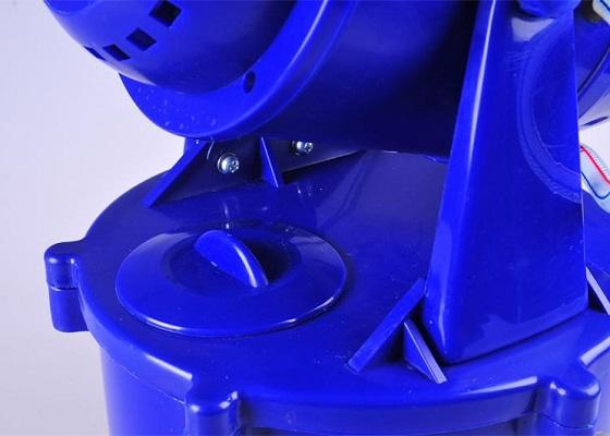 Для того, чтобы залить в бак генератора необходимый раствор, нужно всего лишь снять с него защитную крышку-колпачок