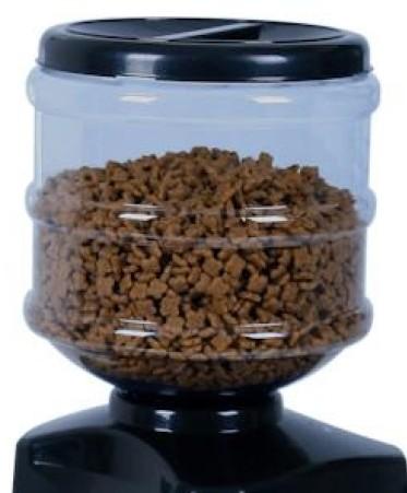 В данный резервуар вмещается более двух килограммов сухого корма