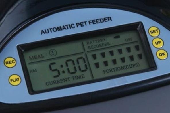 Управление работой автокормушки осуществляется при помощи ЖК-экрана и кнопочной панели