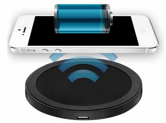 Для зарядки большинства смартфонов от данного устройства хватит двух-трех часов — столько же, как при проводной зарядке через USB-порт