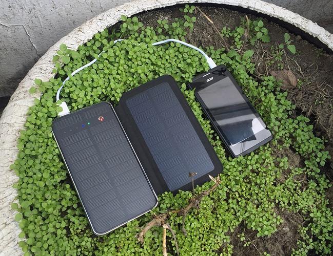 """""""SITITEK Sun-Battery Duos"""" может подзаряжаться практически где угодно, где есть прямой доступ к солнечному свету (нажмите на фото для увеличения)"""