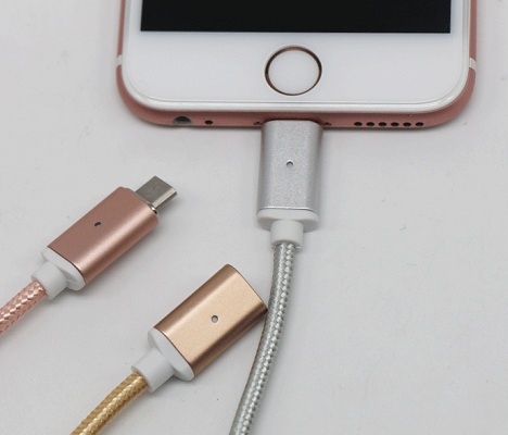 Для подключения кабеля к своему смартфону или планшету просто установите в него соответствующий его разъему переходник из комплекта поставки