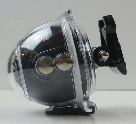 Герметичный аквабокс из прозрачного пластика надежно защищает камеру под водой, не ограничивая при этом возможности съемки (нажмите на фото для увеличения)