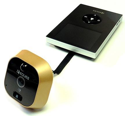 Связь между двумя модулями видеоглазка обеспечивается при помощи небольшого кабеля, идущего от внешней камеры
