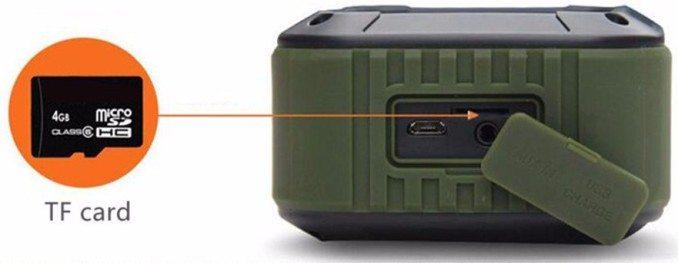 Устройство может проигрывать аудиокомпозиции с карт MicroSD