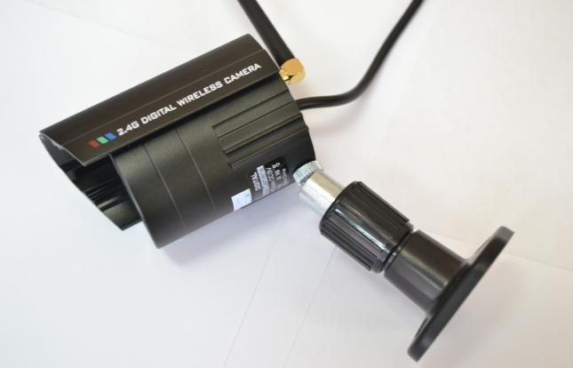 Камера, снабженная козырьком, защищена от влаги и механических повреждений