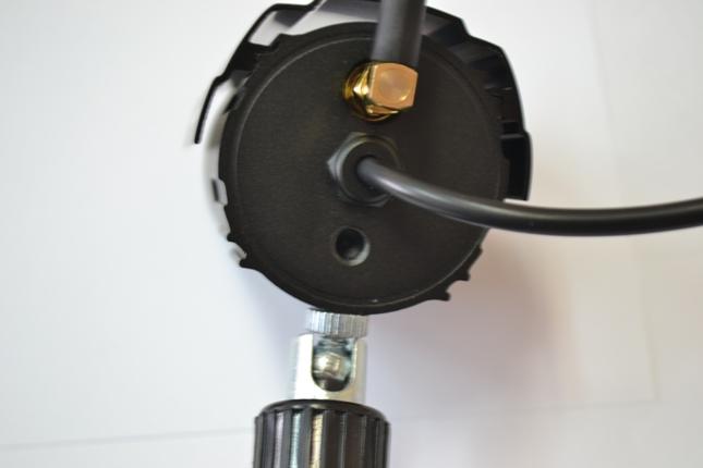 Каждая камера оборудована кронштейном с металлическим шарниром для удобной регулировки
