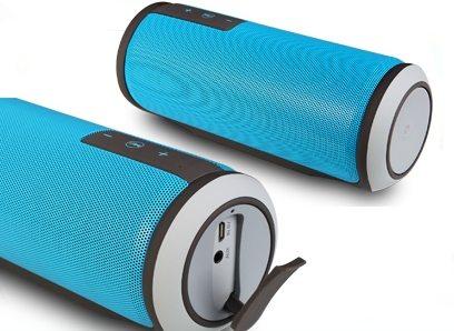 Разъемы под аудиошнур и USB-кабель защищены от пыли и механических повреждений специальной крышкой