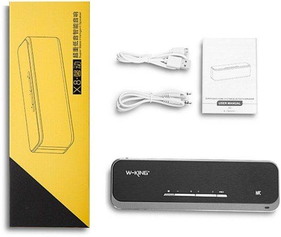 В комплект поставки аудиоколонки входят два кабеля: аудиопровод для подключения к источнику звука и USB-шнур для зарядки встроенного аккумулятора