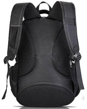 Со стороны спины сумка имеет специальную форму