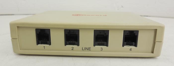 Адаптер SpRecord A4 имеет 4 разъема для подключения к телефонным линиям