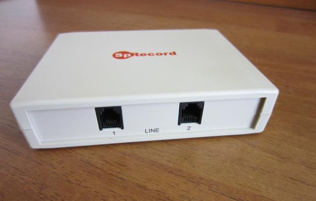 Адаптер SpRecord AT2. Вид со стороны разъемов для подключения к телефонной линии