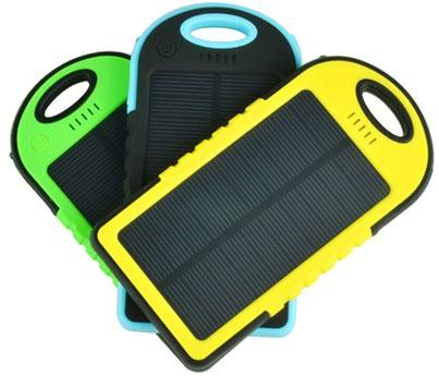 """Вы можете купить """"Sun-Battery SC-10"""" в зеленом, голубом или желтом корпусе в зависимости от собственных предпочтений"""