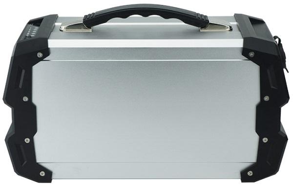 """Электростанция """"Sun-Power P5"""" собрана в прочном металлическом корпусе и имеет удобную ручку для переноски"""