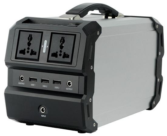 Розетки и все дополнительные разъемы для подключения различной техники размещены на лицевой панели электростанции