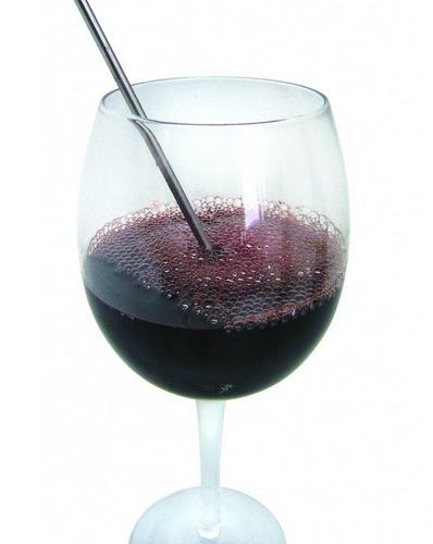 """Электронный аэратор """"Vinomax One Touch"""" насыщает вино кислородом, улучшая его вкус и аромат"""