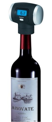 """Конструкция электронной пробки """"Vinomax Premium"""" позволяет """"навинчивать"""" ее на любую стандартную бутылку вина"""