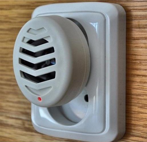 При подключении прибора к сети загорится светодиодный индикатор, который сигнализирует о его нормальной работе