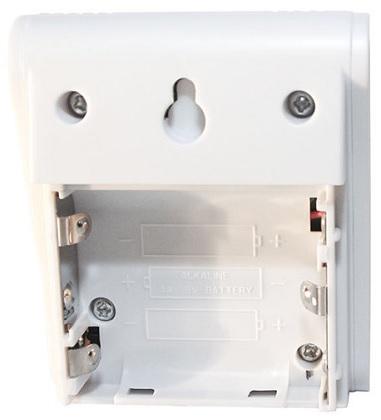 Батарейки устанавливаются в специальный отсек в задней части корпуса устройства