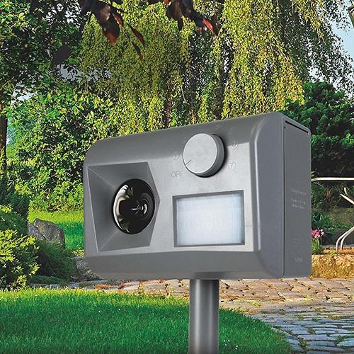 """Ультразвуковой отпугиватель животных """"Weitech WK0055 - Garden Protector 3"""" разрабатывался специально для уличной эксплуатации, а потому не боится осадков и перепадов температуры"""