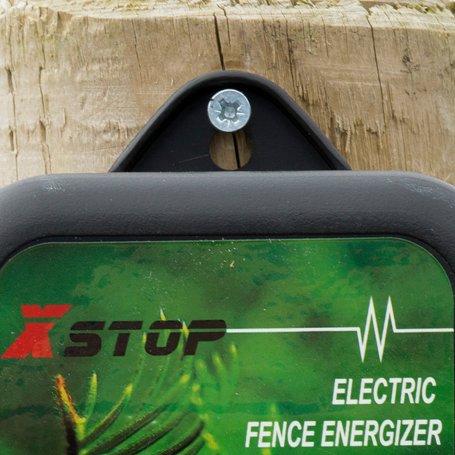 Вы можете закрепить генератор электрических импульсов в нужном месте при помощи самореза